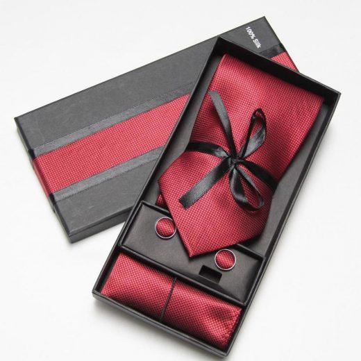 Luxusná kravata, vreckovka a manžetové gombíky v červenej farbe