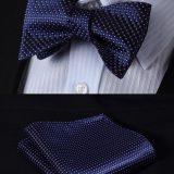 Luxusný hodvábny set - motýlik a vreckovka v tmavo modrej farbe so vzorom