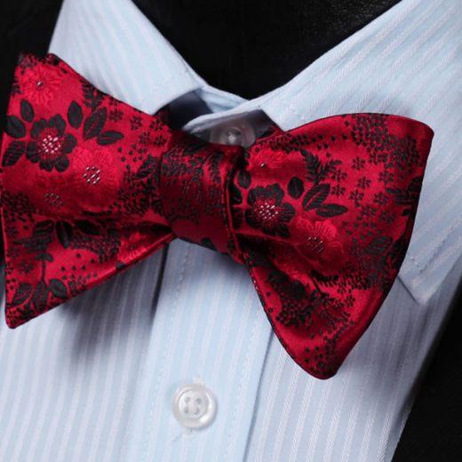 Luxusný hodvábny set - motýlik a vreckovka s kvetinovým vzorom v červenej farbe
