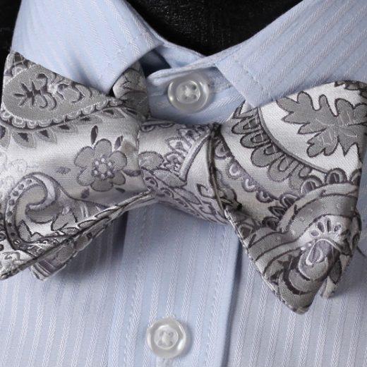 Luxusný hodvábny set - motýlik a vreckovka s kvetinovým vzorom v striebornej farbe