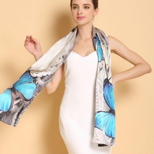 Vkusný a moderný dámsky hodvábny šál s modrými motýľmi
