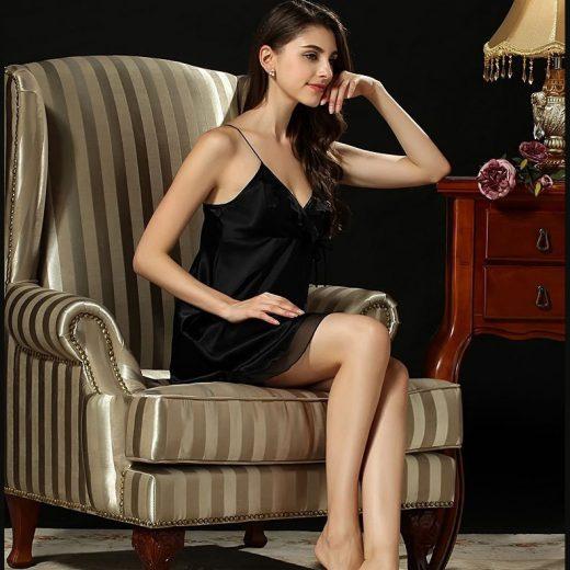 Luxusná dámska nočná košeľa zo 100% hodvábu v čiernej farbe